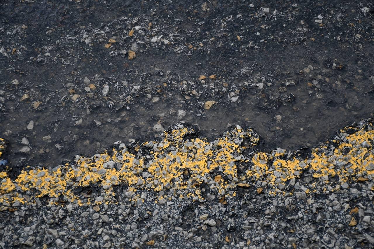 Asphalt crumbles in extreme heat