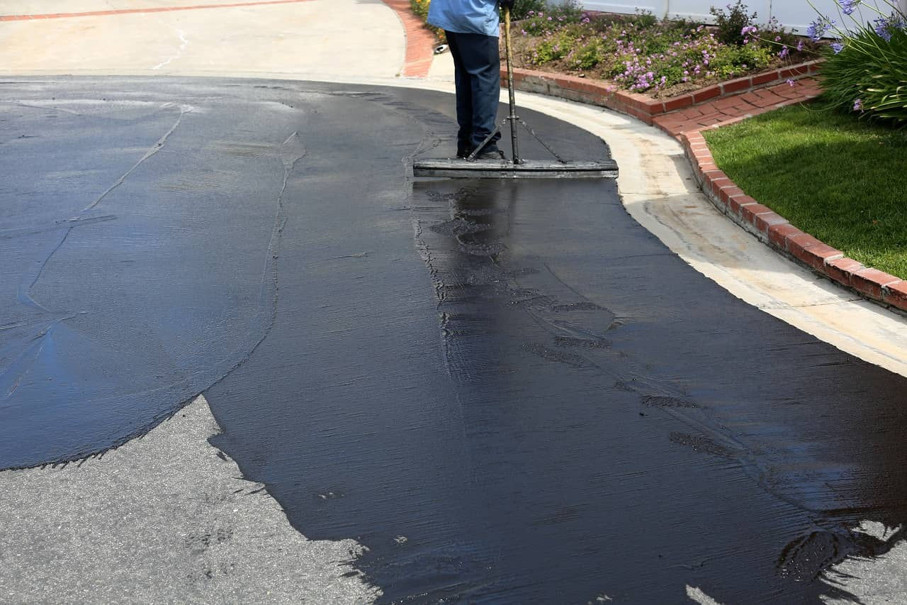 Resealing asphalt